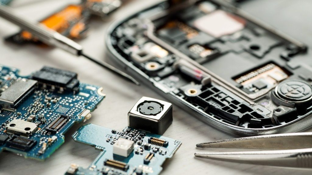 reasons to support phone repair kelowna fix my touch 1024x577 - The Type of Phone Repair Specialist You Must Hire